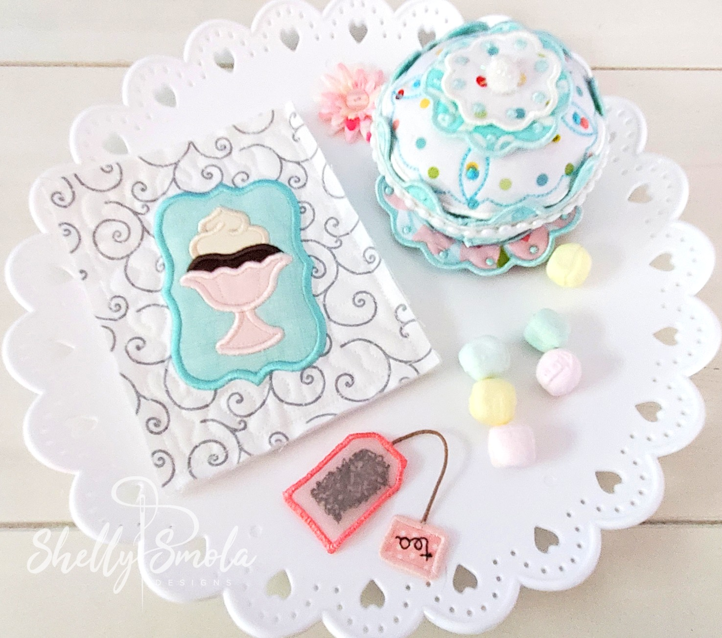 Embroidered Tea Time Quilt Pudding and Cupcake